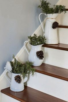 32 wonderful rustic winter decor ideas that are also .- 32 wundervolle rustikale Winterdekor-Ideen, die auch nach Weihnachten noch funktionieren 32 wonderful rustic winter decor ideas that still work after Christmas - After Christmas, Noel Christmas, Christmas Crafts, Christmas Movies, Christmas Garlands, Burlap Christmas, Christmas Music, Homemade Christmas, White Christmas