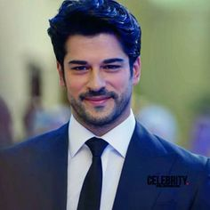 Burak Özçivit Wiki, Biographie, Age, Taille, Mariage, Contact & Informations Turkish Men, Turkish Beauty, Turkish Actors, Beautiful Men Faces, Gorgeous Men, Handsome Arab Men, Reflective Sunglasses, Burak Ozcivit, Beard Styles For Men