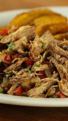Carne Mechada (Venezuelan Shredded Beef)Recipe with video instructions: How can a beef dish possibly be this tender and full of flavor? Healthy Eating Tips, Healthy Nutrition, Beef Recipes, Cooking Recipes, Healthy Recipes, Chicken Recipes, 3 Ingredient Dinners, Shredded Beef, Beef Dishes