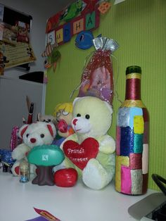 Grabbed a bottle, some paints...some brushes and all you require is blind strokes....and there you have your personalised colourful bottle..which screams colors....!!! Place it at your workstation..and everyday when u enter and start working...colours scream and say...HAVE A ROCKING DAY :)