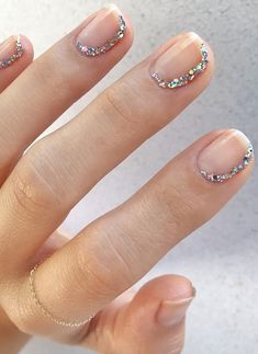 Have you heard of the idea of minimalist nail art designs? These nail designs are simple and beautiful. You need to make an art on your finger, whether it's simple or fancy nail art, it looks good. Of course, you may have seen many simple and beaut Diy Nails, Glitter Nails, Cute Nails, Manicure Ideas, Glitter Gif, Glitter Flats, Silver Nails, Glitter Dress, Minimalist Nails