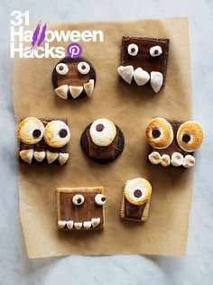 Make one of these festive Halloween snacks for your kids this year. They're bound to be a perfectly sweet ending to any Halloween party! Halloween Desserts, Décoration Table Halloween, Halloween Treats For Kids, Halloween Party Snacks, Easy Halloween, Holiday Treats, Holiday Fun, Spooky Treats, Halloween Brownies