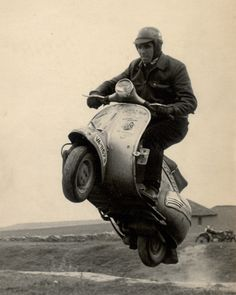 A website dedicated to Vespa and Lambretta scooters. Triumph Motorcycles, Cool Motorcycles, Vintage Motorcycles, Piaggio Scooter, Vespa Lambretta, Vespa Scooters, Vespa Vintage, Vintage Racing, Vintage Cars