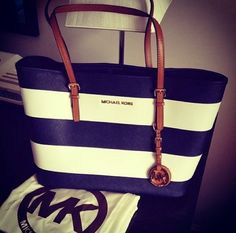 Excllent Michael Kors Jet Set Striped Travel Medium Black White Totes Guard You All The Time, You Deserve To Have One! Michael Kors Bags for Cheap Prices. Big Discount Michael Kors Jet Set Striped Travel Medium Black White Totes With Top Material Online S Michael Kors Clutch, Outlet Michael Kors, Handbags Michael Kors, Michael Kors Jet Set, Mk Handbags, Designer Handbags, Fashion Handbags, Stylish Handbags, Designer Bags