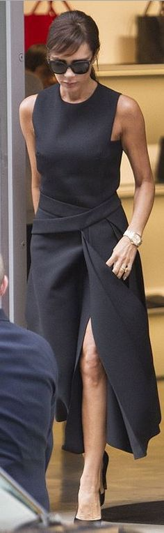 Who made Victoria Beckham's black suede pumps and slit dress? Fashion Mode, New York Fashion, Runway Fashion, Office Fashion, Petite Fashion, Vic Beckham, Looks Kim Kardashian, Victoria Beckham Stil, Victoria Beckham Collection