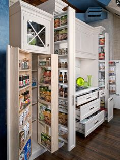 THE ULTIMATE PANTRY