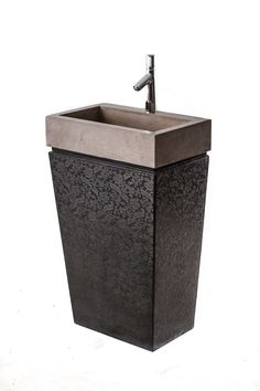 ANDROMEDA – Unique standing basin in two pieces (washbasin and stand) with standard drain, produced in custom sizes; comes with flower patterned, downward shrinking stand.