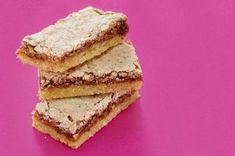 Vídeňské oříškové dortíčky | Apetitonline.cz Cornbread, Sandwiches, Xmas, Ethnic Recipes, Sweet, Food, Retro, Sheet Music, Millet Bread