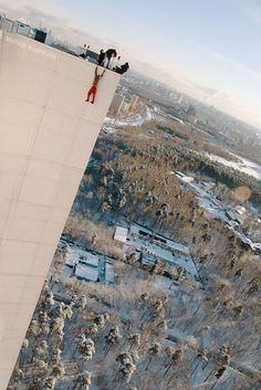 Daredevil Poses for Vertigo-Inducing Pics While Hanging From Great Heights