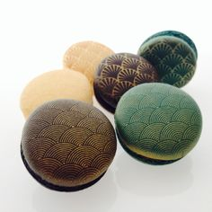 Custom Macarons by Swallow My Words. Macaron Filling, Macaron Flavors, Macaron Recipe, Simply Biscotti, Sweet Desserts, Delicious Desserts, French Macaroons, Japanese Sweets, French Pastries