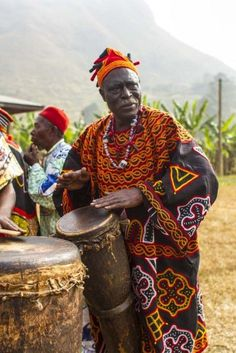Dance as a window into Cameroonian culture African Life, African Culture, African Tribes, African Countries, African Beauty, African Fashion, Costume Africain, Uganda, African Drum