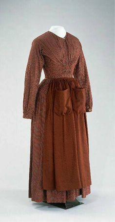 ca. 1840, Frauenkleid aus bedrucktem Stoff (vermutlich Baumwolle) mit Schürze, Frankreich