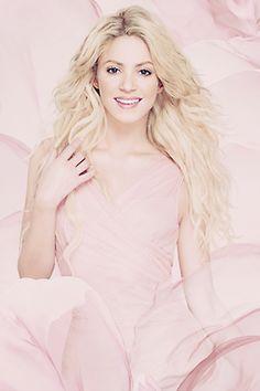 Shakira-delightful in pink dress❤️