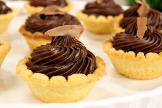 receita de tortinha de chocolate trufado. sobremesa fácil para o final de semana.