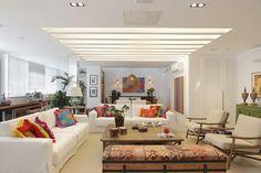 Casa Casada | Sala Branca com Pontos de Cor | http://www.casacasada.com