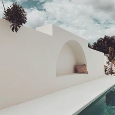 """Bajo el Sol Beach House on Instagram: """"Are you ready for the weekend? ◠ @bajoelsol.beachhouse"""" Coastal Farmhouse, Modern Coastal, Farmhouse Design, Outdoor Spaces, Outdoor Living, Style Brut, Outside Patio, Mediterranean Homes, House Goals"""