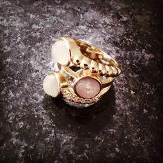 Anel banhado a Ouro 18k, com Pedras Naturais e detalhes em Zirconia - www.diisis.com.br  #diisisjoias #semijoias #ouro #pedrasnaturais #jewelry #instagood #zirconia #exclusivo #linda #anéis #love #make #makeup #portoalegre #brasil #curitiba #floripa #belohorizonte #manaus #fortaleza #alagoas #portovelho #salvador #presente