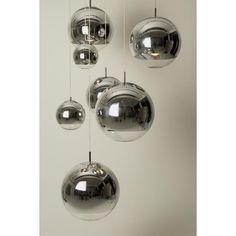 Mini ball pendel fra Tom Dixon er, med sin klare speilrefleksjon, inspirert av en romhjelm. Lampen h...