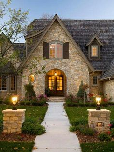 Stone House :) Traditional Exterior Design, Pictures, Remodel, Decor and Ideas - page 5 - Houses interior designs Future House, Exterior Tradicional, Design Exterior, Stone Exterior, Exterior Colors, Exterior Paint, Stone Facade, Exterior Shutters, Stone Siding