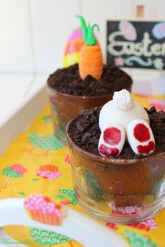 Easter Oreo Brownie dessert pots http://flavoursandfrosting.blogspot.com.es/2014/04/easter-oreo-brownie-dessert-pots.html #easterdesserts #easterbaking #brownie #dessertinglasses #Oreo #newrecipe #foodblogging