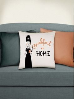 Illustrated cushion cover from meuadoraveliglu.com.br