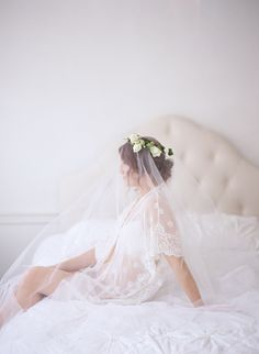 Feminine and romantic boudoir session