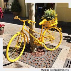 A primavera chega em Madrid em uma bicicleta amarela carregada de flores. Ad Pinterest/ arqdecoracao @arquiteturadecoracao @acstudio.arquitetura #arquiteturadecoracao #olioliteam #instagrambrasil #madrid #lasrozasvillage #spring #primavera #easysim4u