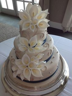 Calla Lily Wedding Cake love this cake