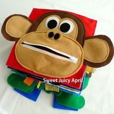Página del mono.  Mono con cremallera boca y un plátano fieltro interior para niño sacar y ponerse de nuevo en.  Las orejas del mono van más allá de la página, para que se peguen fuera el libro.  Se puede hacer en cualquier esquema de color.  Todas las páginas están hechas de fieltro y miden 8 x 8.  * Todos los artículos en environment.* libres de humo y mascotas  NOTA: ESTA PÁGINA CONTIENE PIEZAS PEQUEÑAS QUE PODRÍAN SER UN PELIGRO DE SOFOCACIÓN. NO DESTINADO A NIÑOS MENORES DE 3 AÑOS DE…