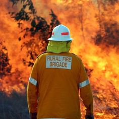 Volunteer fire fighters in Queensland fear changes to compensation legislation discriminates against them. Australian Bush, Australian Homes, Bushfires In Australia, Fire Image, Volunteer Firefighter, English Heritage, Lightning Strikes, Climate Change, Mathematicians
