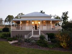 dont want the queenslander house design but we do like the big verandah area Queenslander House, Weatherboard House, Style At Home, Country Style Homes, Future House, My House, Cottage House, House Front, Brisbane