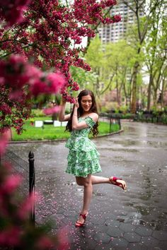 Lilly Pulitzer Cicely Dress in Madison Square Park - Eva Darling - High Heal Shoes Pink Sandals, Pink Shoes, Fashion Blogger Style, Fashion Bloggers, First Day Of Spring, Spring Is Coming, Tiered Dress, Southern Style, Preppy Style