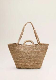 37f88e0841 Αυτή είναι η τσάντα που θα σου χαρίσει τέλειο summer look - ELLE