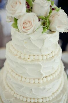 Cream cake is a must for my wedding!
