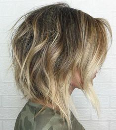 Tousled Shaggy Bob Shiny Straight Gray Blonde Lob When summer hits, short bob hairstyles for fine hair are among the best choices. Hair is off the neck, easily kept neat for a day at the office, and when you go to the beach, a messy bun is super cute. Short Wavy Hairstyles For Women, Short Choppy Haircuts, Layered Bob Hairstyles, Short Hair Styles, Bob Haircuts, Choppy Hairstyles, Trendy Haircuts, Ladies Hairstyles, Haircut Short