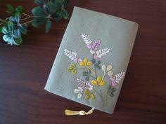 日本刺繍のブックカバー(萩-1) 2x