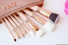 Pour obtenir un maquillage parfait, utilisez les bons accessoires ! @Needs and Moods vous présente les pinceaux du Kit Rose Golden de Zoeva.