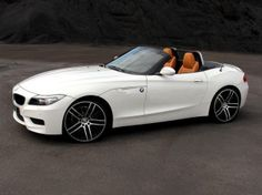 BMW Z4  http://buildingabrandonline.com/tomhandy/from-lawyer-to-full-time-blogger/