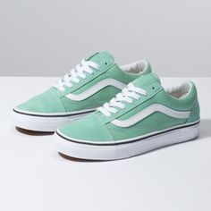 Vans Old Skool. The original classic side stripe skate shoe. Built with Vans DNA. Prom Shoes, Buy Shoes, Vans Shoes, Women's Shoes Sandals, Shoes Sneakers, Sneakers Women, Skate Shoes, Wedding Shoes, Yeezy Shoes
