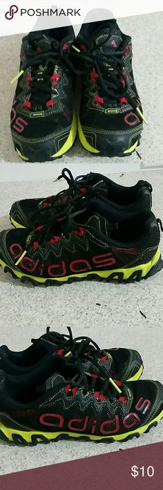 Adidas athletic women's 7 Lovingly used Adidas athletic shoe in child's size 5 or fit women's size 7. Great shoes still has alot of life. adidas Shoes Athletic Shoes