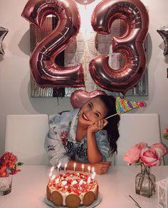 Emi Mernes Birthday Goals, 18th Birthday Party, Diy Birthday, Birthday Party Decorations, Birthday Celebration, Cute Birthday Pictures, Birthday Photos, Birthday Party Photography, Shooting Photo