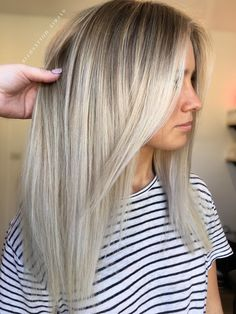 Here's Every Last Bit of Balayage Blonde Hair Color Inspiration You Need. balayage is a freehand painting technique, usually focusing on the top layer of hair, resulting in a more natural and dimensional approach to highlighting. Balayage Blond, Balayage Hairstyle, Blonde Balayage Highlights, Grey Hair With Blonde Highlights, Grown Out Highlights, Peekaboo Highlights, Purple Highlights, Ombre Hair Color, Summer Hair Colour