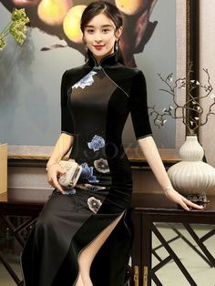 Black Lace See-through Split-side Short Cheongsam – uoozee Oriental Dress, Oriental Fashion, Asian Fashion, Cheongsam Modern, White Beaded Dress, Cheongsam Dress, Beautiful Asian Women, Classy Outfits, Traditional Dresses