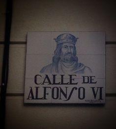 Calle de Alfonso VI. Hace honor al conquistador de Madrid a los moros en Noviembre de 1083, seguida por la de Toledo en1085. También es conocido por ser el rey de las cinco mujeres, entre ellas la mora Zaida. Ésta, para casarse con el rey, tuvo que abjurar de su religión y bautizarse con el nombre de Isabel. Fruto de este matrimonio nacería el único hijo varón del monarca, Sancho, que a los once años fue a la guerra a pelear contra los moros, a pesar de ser por sangre mitad.