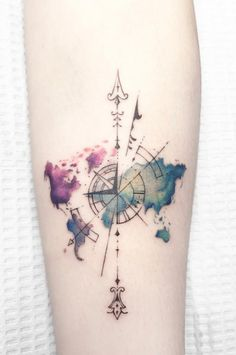 There is such a vast array of tattoo options. In this article, however, we are going to focus on the beautiful and meaningful compass tattoo. tattoo ▷ 1001 ideas for a beautiful and meaningful compass tattoo Map Tattoos, Neue Tattoos, Best Sleeve Tattoos, Body Art Tattoos, Tattoo Sleeves, Globe Tattoos, Crown Tattoos, Tattoo Neck, Thigh Tattoos