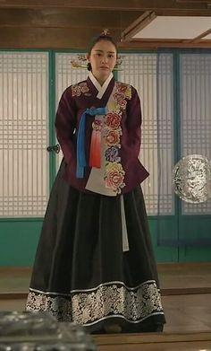 [장옥정, 사랑에 살다]Jang Ok Jung, Live In Love (Yoo Ah In)Jang Ok-jung, Living by Love(Hangul:장옥정, 사랑에 살다;RR:Jang Ok-jeong, Sarang-e salda) is a 2013 South Korean historical television series, starringKim Tae-hee,Yoo Ah-in,Hong Soo-hyun. It is about Jang Ok-jung, the real name ofJang Hui-bin, a royal concubine during theJoseon Dynasty. Based on the 2008 chick litnovel by Choi Jung-mi, it is a reinterpretation of Jang Hui-bin's life, as a woman involved in fashion design and…