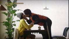 TOP 8 super lip locking _kissing scene_HD     http://www.dailymotion.com/video/x4gwwd3_top-8-super-lip-locking-kissing-scene-hd_fun