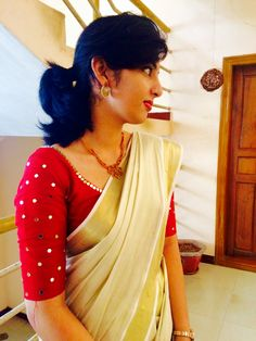 Blouses For Kerala Saree are a perfect blend of tradition and modernity. Here are the best designs of Kerala saree blouses with images. Blouse Back Neck Designs, Simple Blouse Designs, Mirror Work Saree Blouse, Mirror Work Blouse Design, Kerala Saree Blouse Designs, Designer Blouse Patterns, Simple Embroidery, Beaded Embroidery, Set Saree Kerala