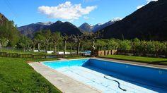 Nou Camping in de Spaanse Pyreneeën in Catalonie. Je kan hier kamperen en leuke houten bungalows huren.