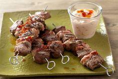 Lihavartaat ovat yksinkertaisuudessaan näyttävä ja herkullinen grilliruoka. Tärkeintä on valita ensiluokkaiset raaka-aineet. Riittävän rasvainen pekoni pitää vartaat mehukkaina. http://www.valio.fi/reseptit/lihavartaat/